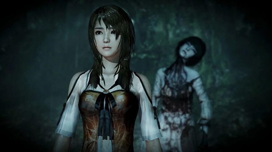 A screenshot of Fatal Frame: Maiden Of Black Water showing a young woman in a dark environment with a grim lady monster behind her.