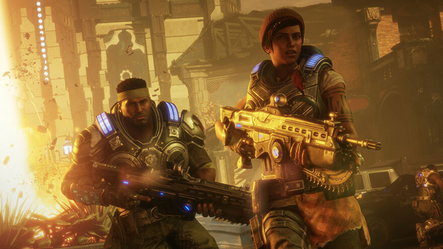 Kait and Del holding their guns in Gears 5