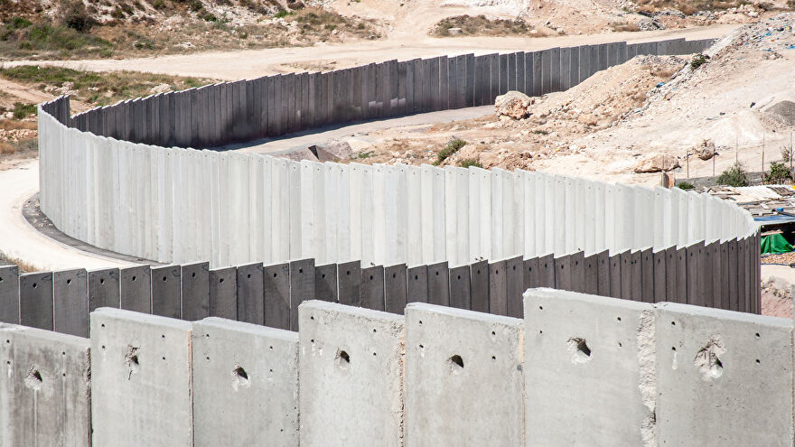 A picture of the separation wall between Israel and Gaza.