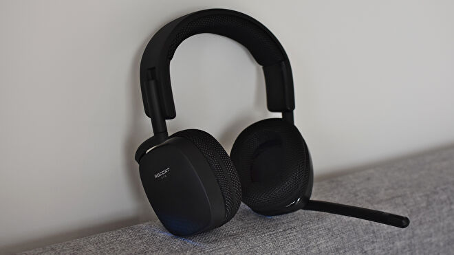 A photo of the Roccat Syn Pro Air gaming headset.