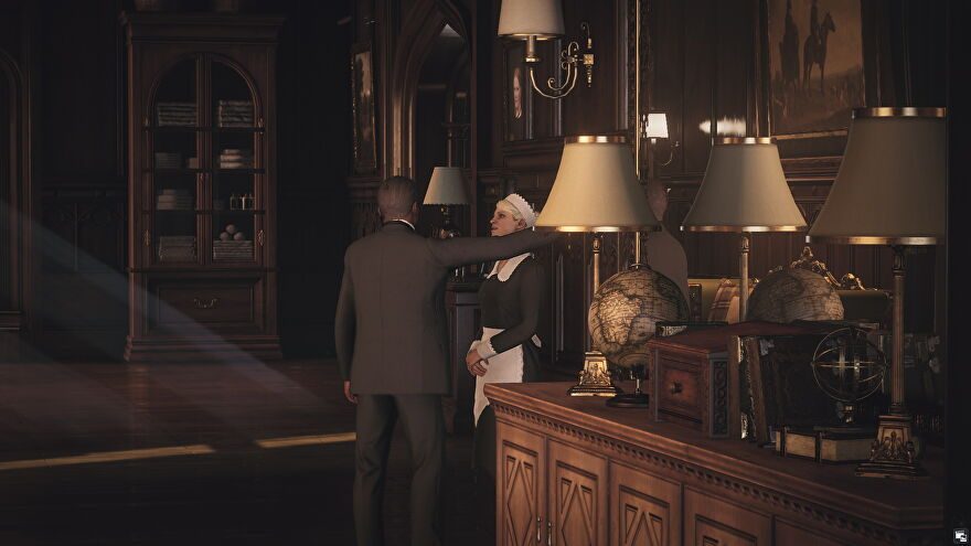Two employees flirt during the Voyeurism mission in Hitman 3's Dartmoor.