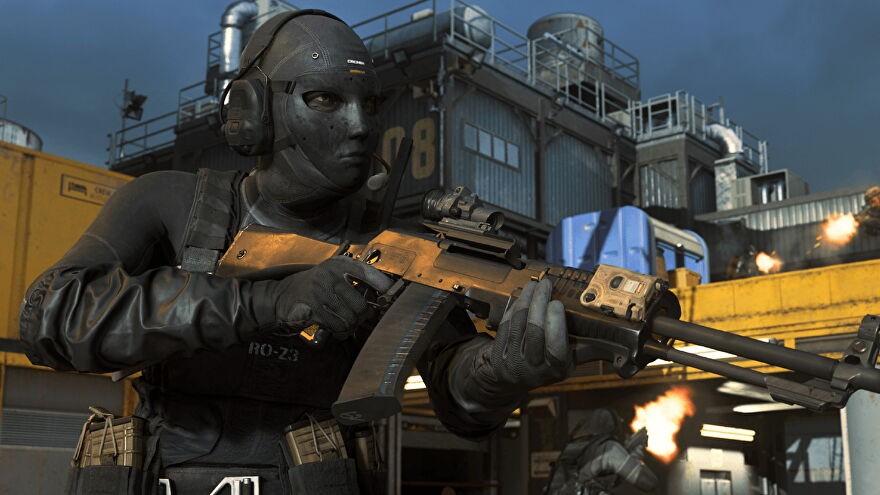 The Rook skin for Roze, an operator in Call Of Duty Warzone. She's clad in all black and holds a rifle.